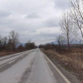 Продавам земя с площ от 4.300 дка с лице към главен път Велики Преслав - Шумен