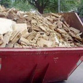 Извозване на строителни отпадъци с камиони до депо в София
